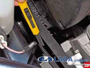 Срезать старый ремень генератора ножом Лада Гранта/Калина 2