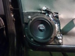 установка проставок под динамики 16 см Лада Приора