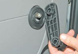 Снять панель двери приора