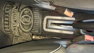 накладки с прорезями для ремней безопасности