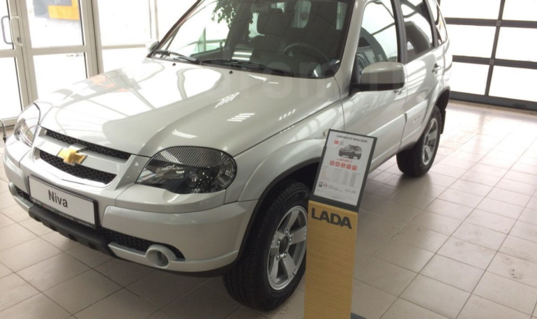 Chevrolet Niva начали продавать в дилерских центрах LADA