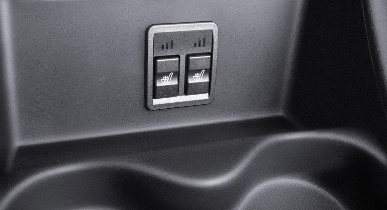 Удобно расположенные кнопки обогрева сидений Lada Largus Cross Quest